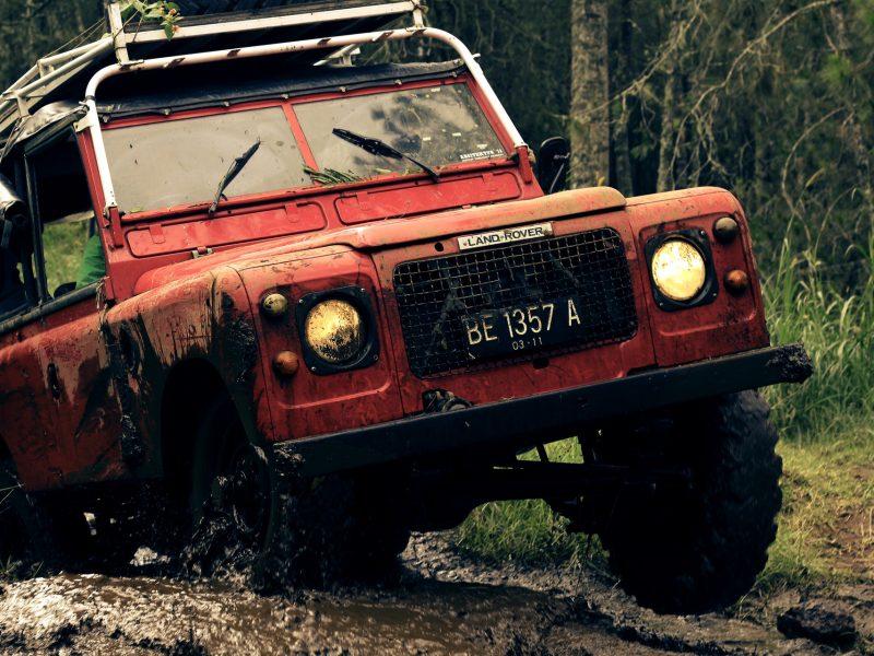 Outdoor-Ikone in schwierigem Terrain. Markus Küppers zur Marke Land Rover